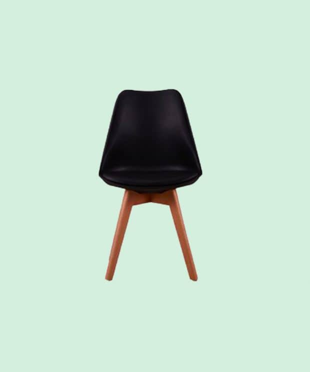 Chaise scandinave noir piétement bois vu de face