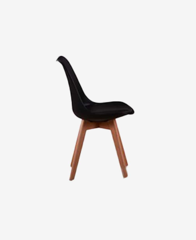 Chaise scandinave noir piétement bois vu de coté
