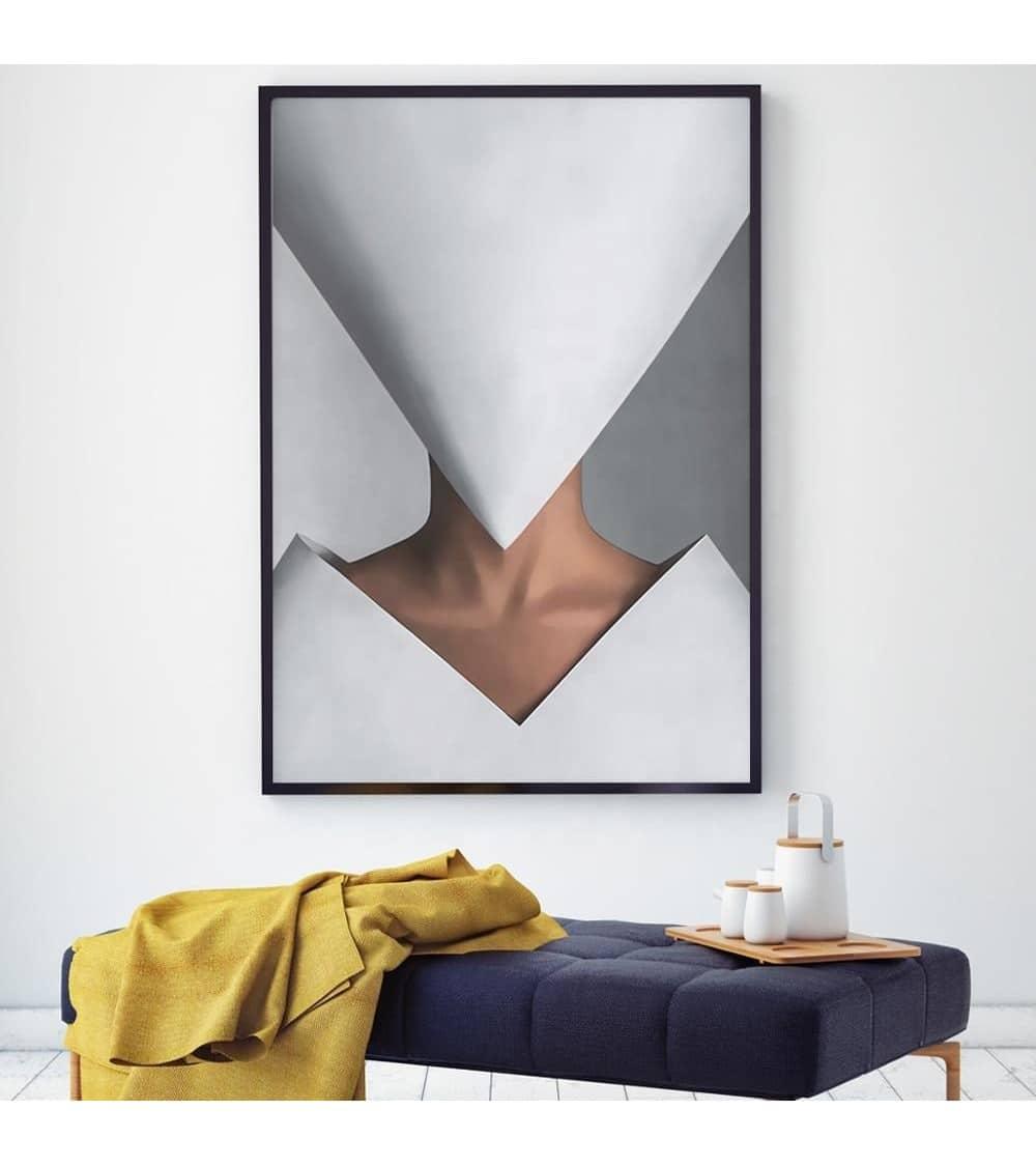 Tableau abstrait femme au visage masqué au cadre noir nuit présenté en dans une ambiance mur clair