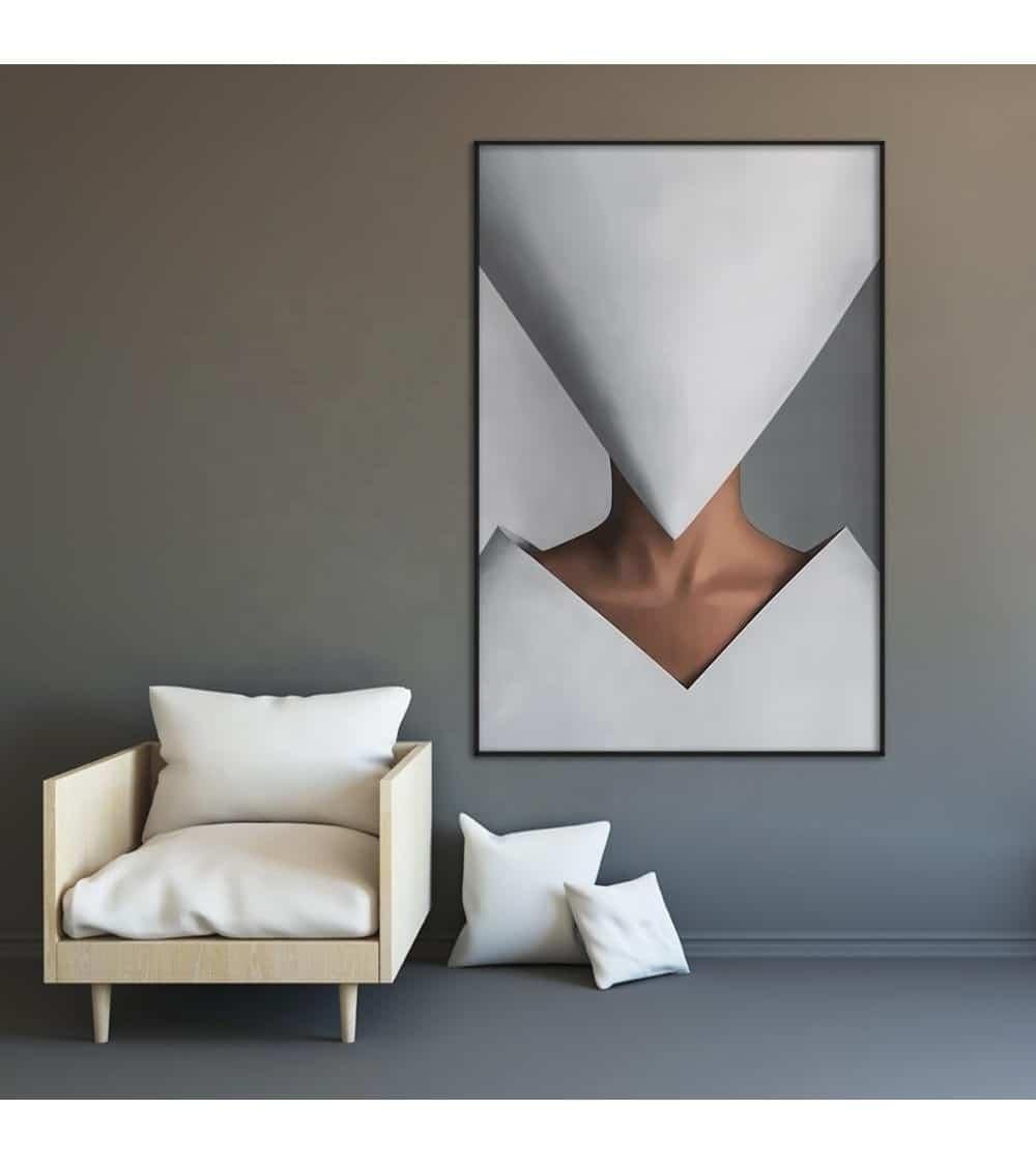 Tableau abstrait femme au visage masqué au cadre noir nuit présenté en dans une ambiance mur gris