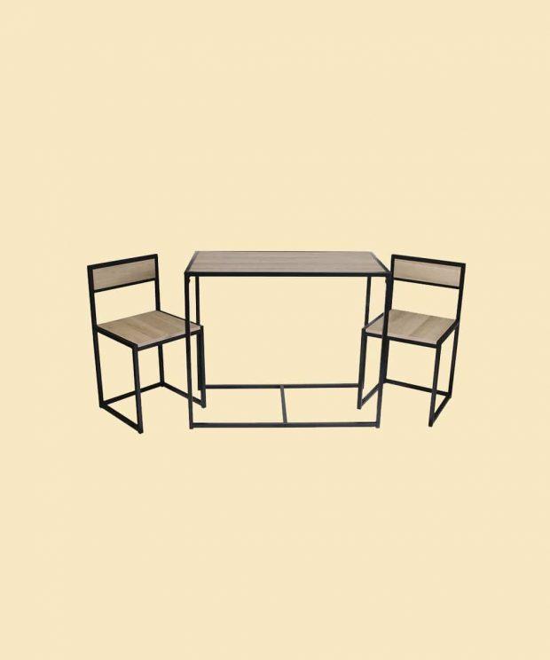 ensemble d'une table et de deux chaises